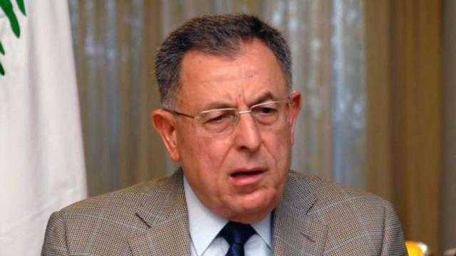 السنيورة: رئيس لبنان يتصرف بشكل مغاير للنظام الديمقراطي في البلاد