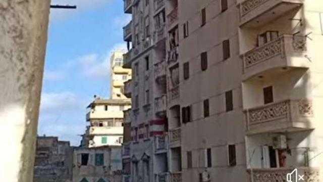 عاجل.. ميل عقار مأهول في بحري بالإسكندرية يثير قلق الأهالي