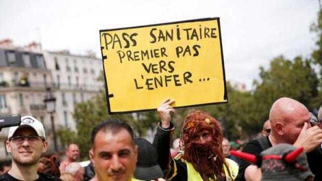 160 ألف فرنسي يشاركون في مظاهرات ضد كورونا