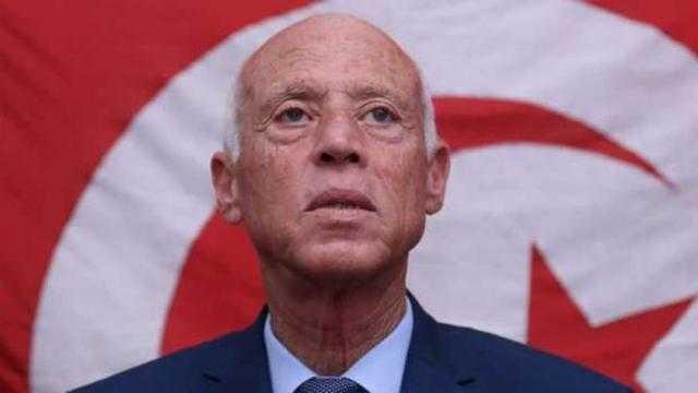 عاجل.. رئيس تونس يعفي وزراء المالية والاتصالات والزراعة من مناصبهم
