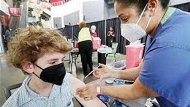 الصحة البريطانية: لا بد من تطعيم الأطفال بين 12 و15 عامًا بـ لقاحات كورونا