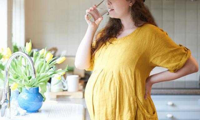 4 أسباب تؤدي إلى الإمساك في الحمل