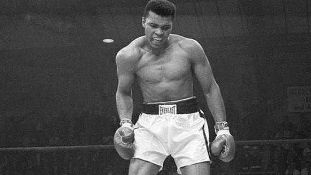 في ذكرى التتويج ببطولة العالم.. كل ما تريد معرفته عن أسطورة الملاكمة محمد علي كلاي
