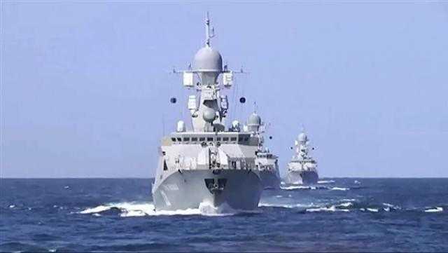 عاجل.. قائد القوات البحرية الأذري يستقبل قائد أسطول بحر قزوين الروسي