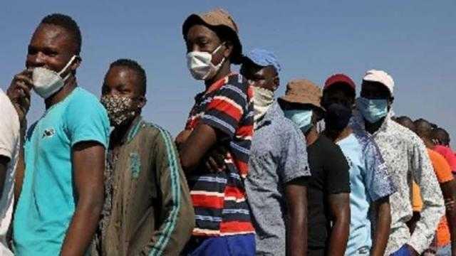 عاجل.. انخفاض معدل التطعيم اليومي ضد كورونا يضع جنوب أفريقيا في مأزق