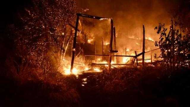 عاجل.. الدفع بـ8 سيارات إطفاء لإخماد حريق بمصنع كرتون في السادات