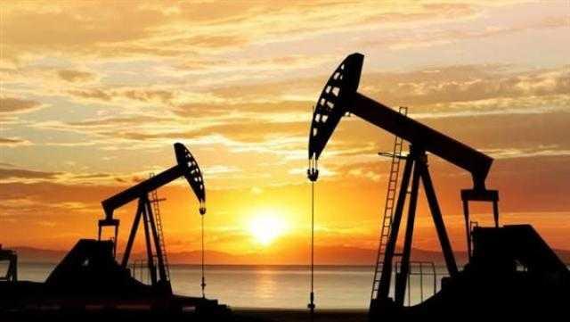 النفط يغلق على مكاسب كبيرة مع تراجع المخزونات الأمريكية