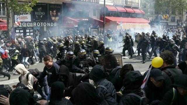 اشتباكات في نيس.. تظاهر آلاف ضد قيود كورونا في فرنسا