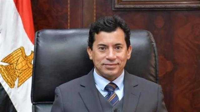 وزير الرياضة يلتقي بلاعبة رفع الأثقال سارة سمير