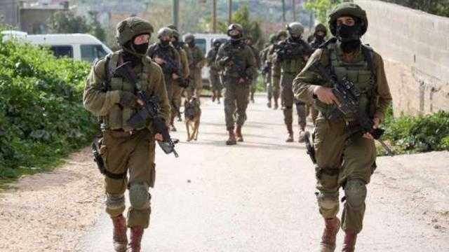 اعتقالات بين الفلسطينيين وإصابة جنديين.. تفاصيل هجمات الاحتلال على الضفة الغربية