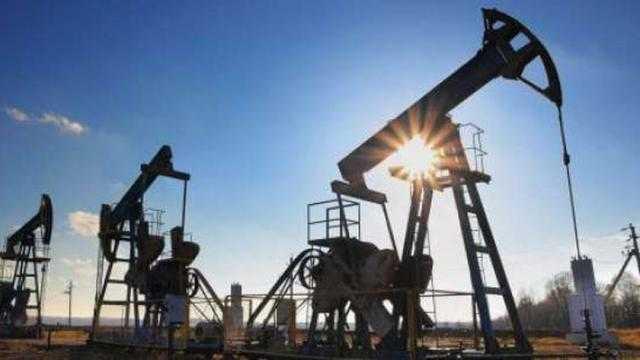 أسعار النفط العالمية تقترب من 80 دولار للبرميل متأثرة بإعصار إيدا