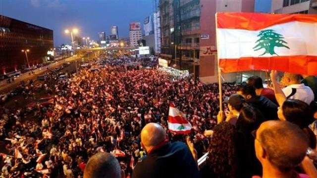 عاجل.. احتجاجات أمام منزل رئيس الحكومة اللبنانية تطالب بتحسين الأوضاع