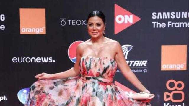 رانيا يوسف بالورود في ثالث إطلالة لها بمهرجان الجونة