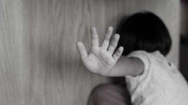 عاجل.. تأجيل قضية هتك عرض طفلة على يد خالها في 15 مايو
