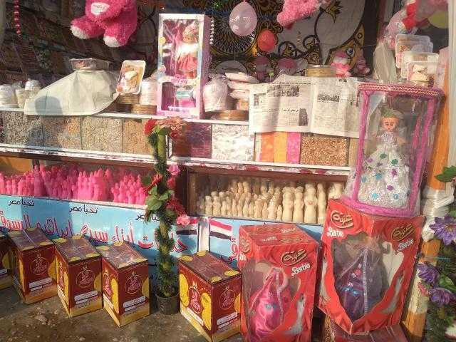 توزيع حلوى المولد النبوي الشريف على الركاب في المترو