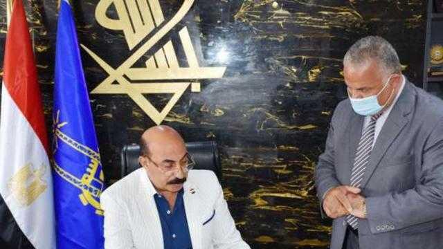 محافظ أسوان يعلن منع دخول الموظفين غير المطعمين باللقاح المصالح الحكومية