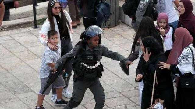 عاجل.. الاحتلال يواصل اعتداءه واعتقاله لأهالي القدس بباب العامود
