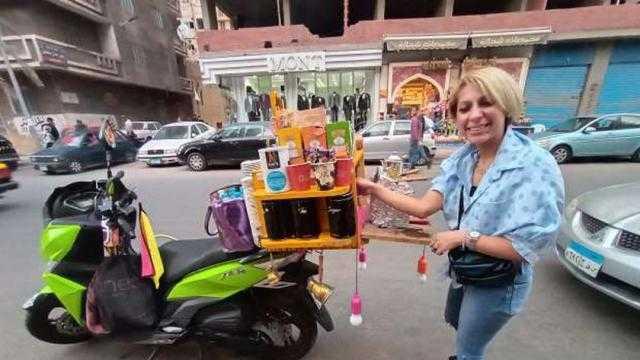 «أتمنى تبقى كافيه».. روبي حولت اسكوتر لـ نصبة شاي وقهوة بالإسكندرية